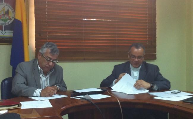 Mech-Tech College firma acuerdo con Escuela de Medicina Dominicana para convalidación de Grado Asociado de Ciencia