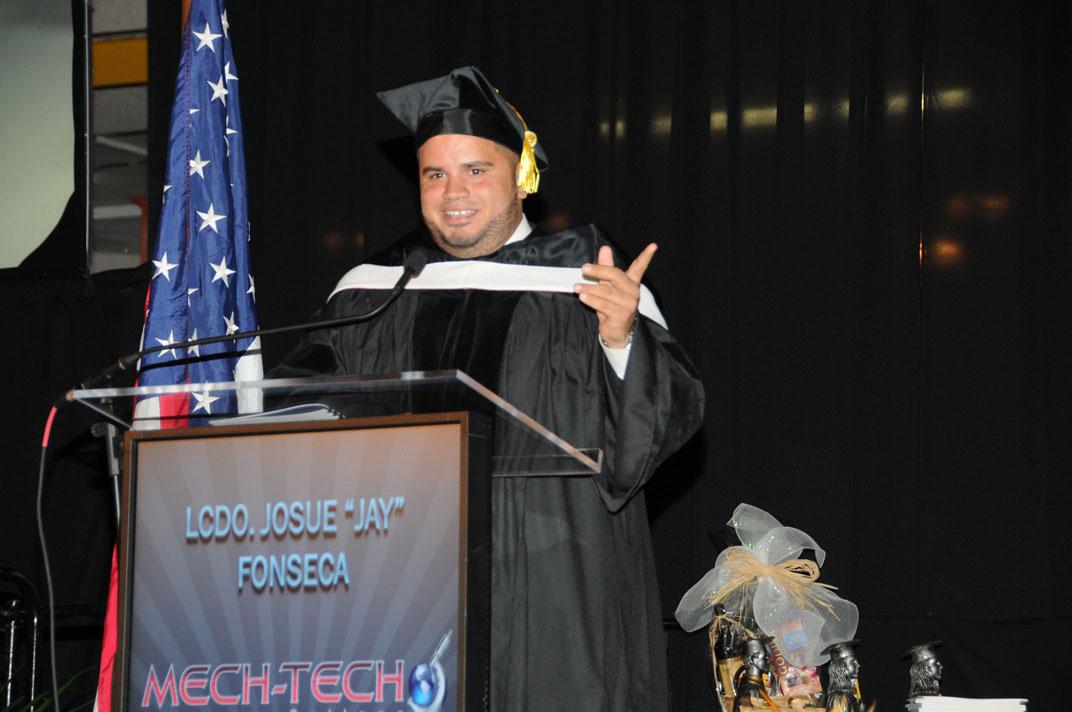 Lanzan más críticas al IVA durante graduación de Mech-Tech College